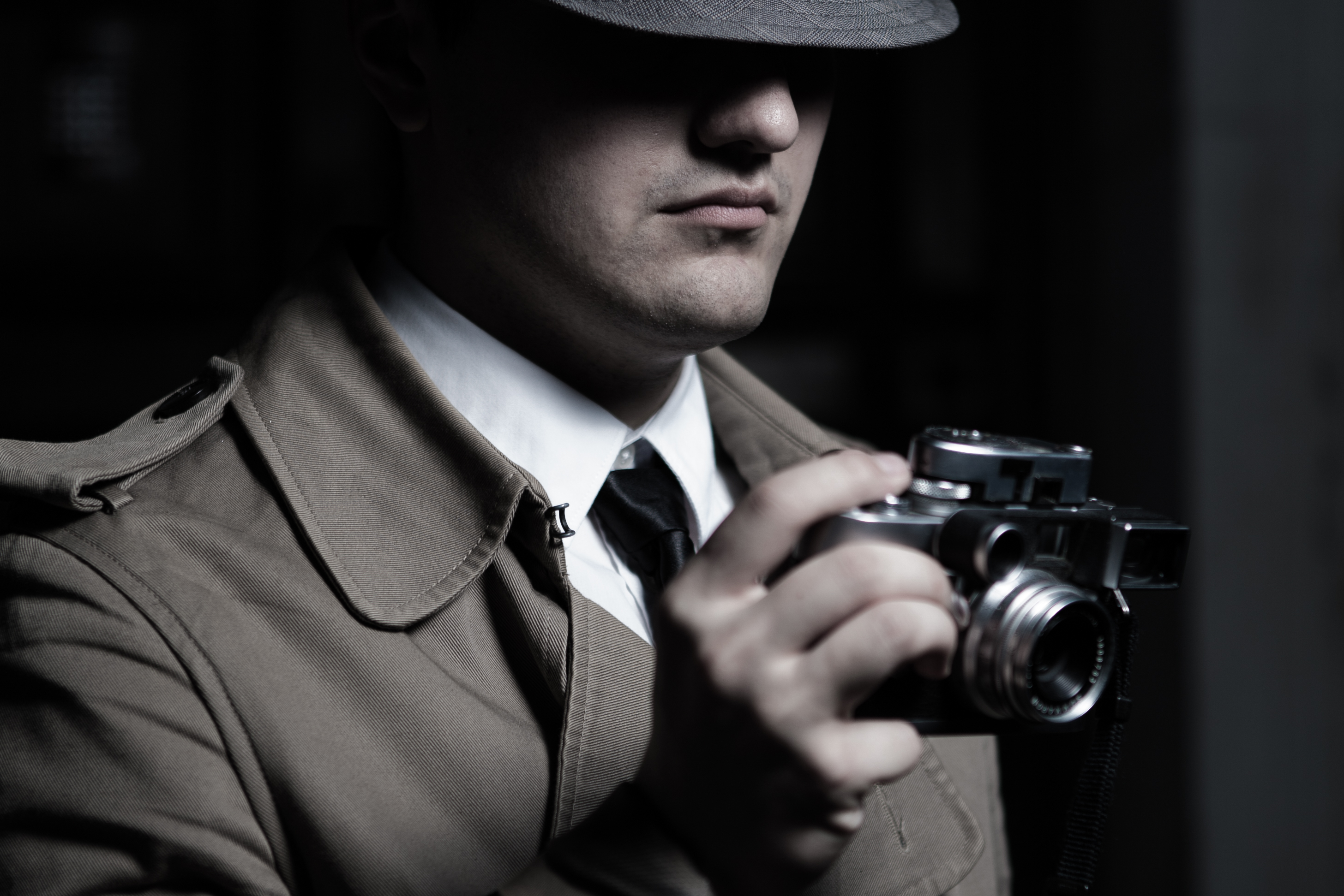 who hires private investigator